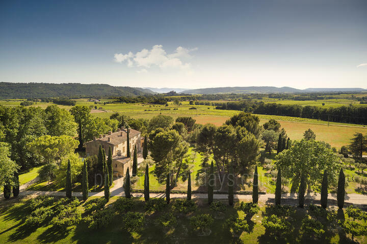Luxury Holiday Rental with 30 hectares in Luberon