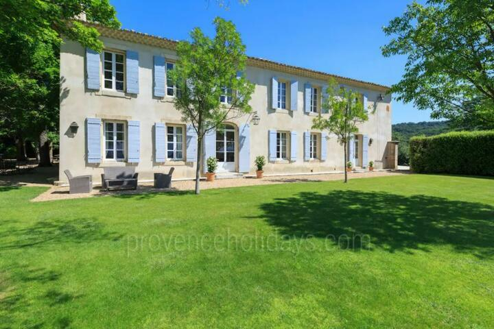 Provencal Bastide with Heated Pool near Isle-sur-la-Sorgue