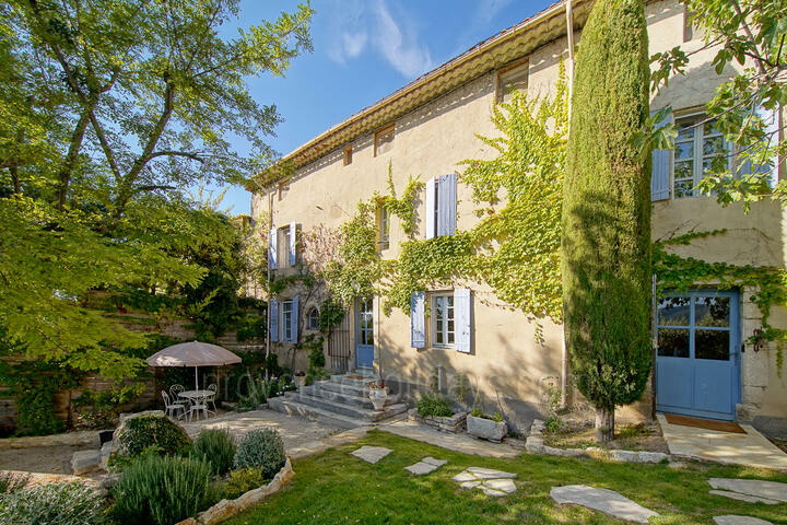 Renovated Silk Farm with Heated Infinity Pool in the Luberon