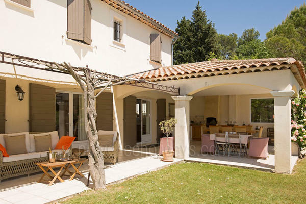 Pet-friendly Holiday Provençal House with Air Conditioning within walking distance to Saint-Rémy-de-Provence