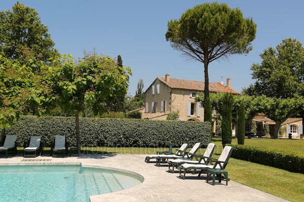 Large Luxury House with Air Conditioning very close to Saint-Rémy-de-Provence