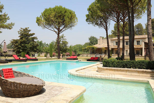 Large Luxury Provençal House with Air Conditioning a stones throw from Saint-Rémy-de-Provence