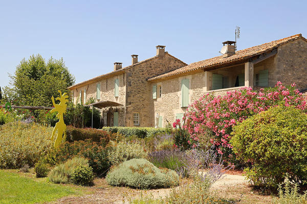Spacious Luxury Provençal House with Heated Pool and Air Conditioning within walking distance to Saint-Rémy-de-Provence