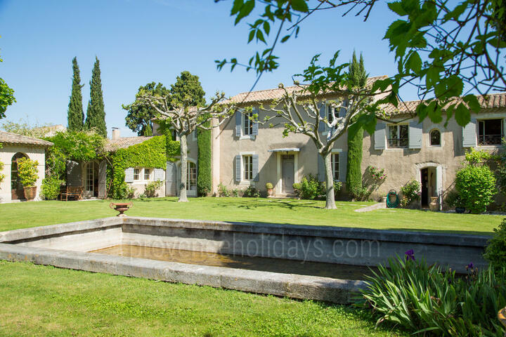 Gorgeous Provencal Estate with Tennis Court