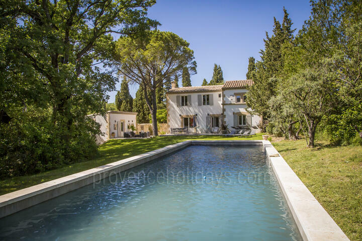 Saint-Rémy-de-Provence Summer Holiday Rental