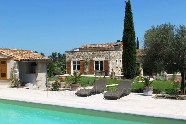 Pet-friendly Stone House with Air Conditioning within walking distance to Saint-Rémy-de-Provence