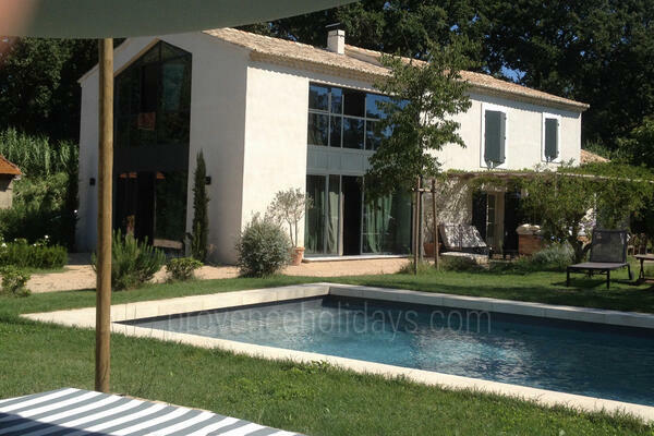 Pet-friendly Luxury Contemporary House with Air Conditioning in Saint-Rémy-de-Provence