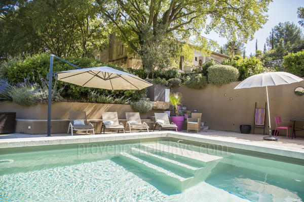 Stunning Villa with Air Conditioning within walking distance to Saint-Rémy-de-Provence