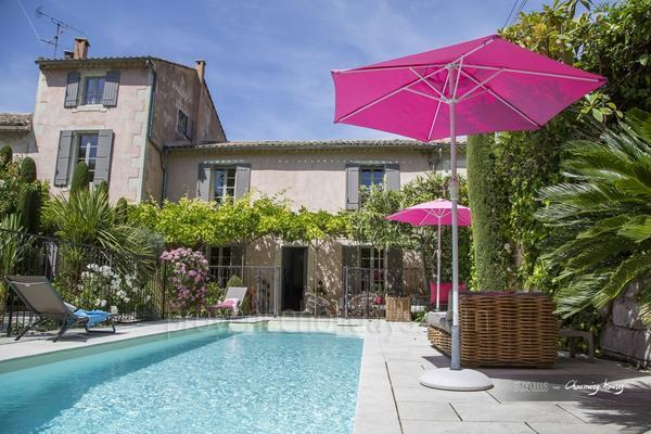 Pet-friendly Charming House with Air Conditioning a stones throw from Saint-Rémy-de-Provence