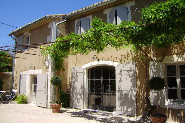 Large Typical Provençal House with Air Conditioning within walking distance to Saint-Rémy-de-Provence
