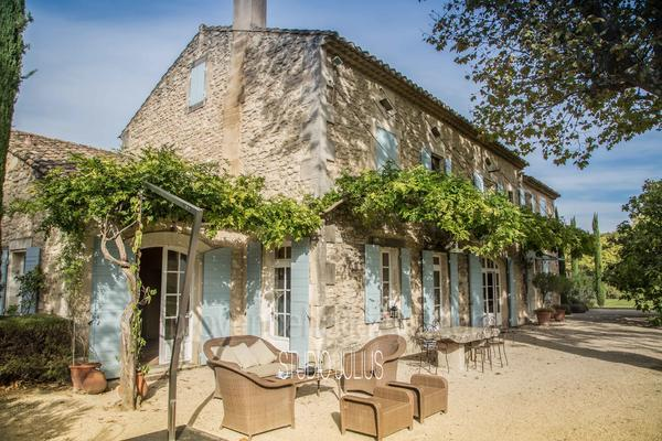 Large Exceptional House with Air Conditioning a stones throw from Saint-Rémy-de-Provence