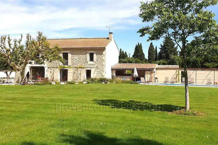 Typical Provençal House with Heated Pool in Saint-Rémy-de-Provence in the Alpilles