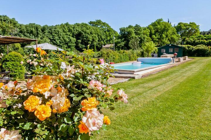 Provençal Holiday Rental with a Heated Swimming Pool