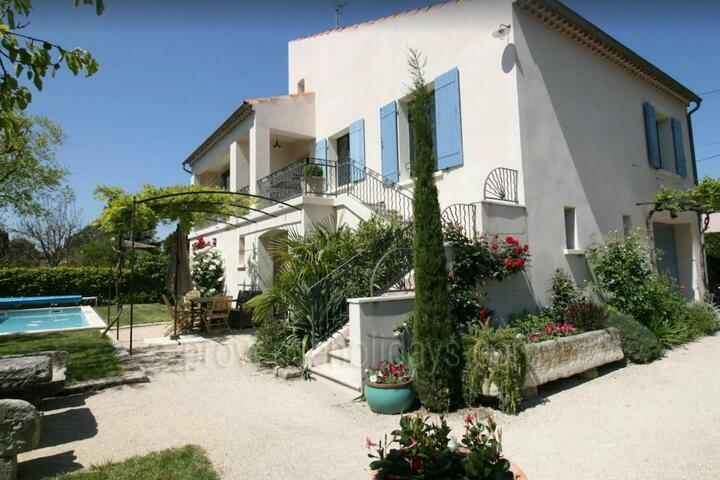 Holiday Home with Heated Pool in Saint-Rémy-de-Provence