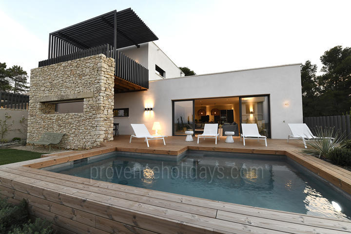 Pet-friendly Designer Villa to rent with Air Con close to Avignon