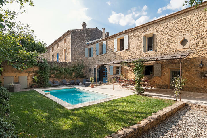 Beautiful Stone Farmhouse close to the infamous Pont du Gard