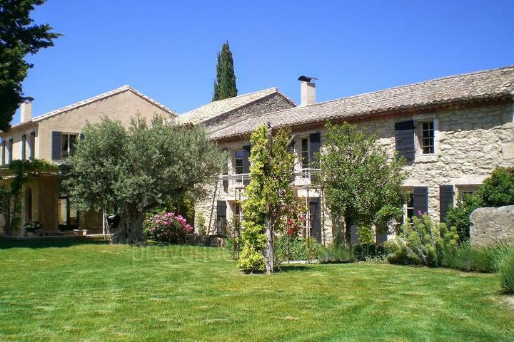 Luxurious Stone Farmhouse in the heart of Saint-Rémy