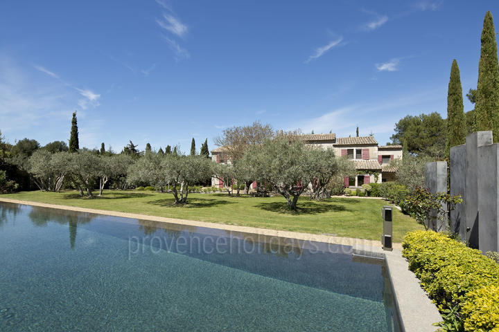 Traditional Farmhouse with Heated Pool 24 x 5m
