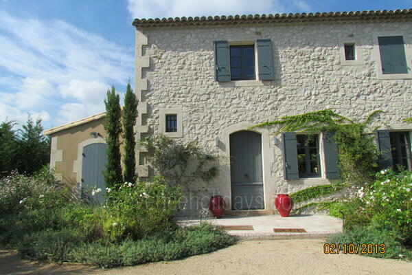 Pet-friendly Property with Air Conditioning in the Alpilles