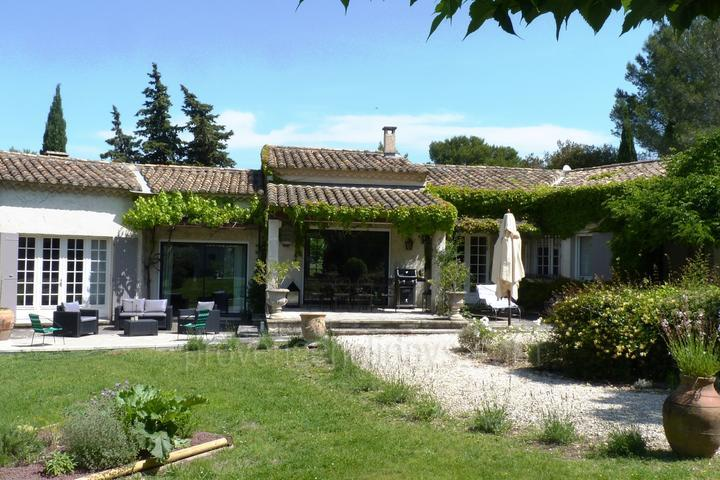 Pet-friendly House with Heated Pool in the Alpilles