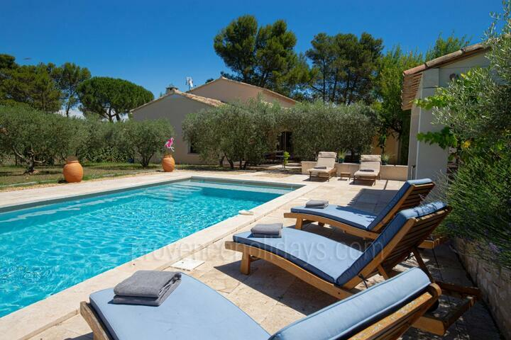 Modern Villa with Heated Pool in Eygalières