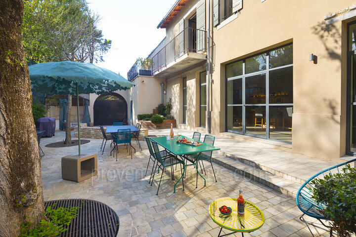 Pet-Friendly Holiday Rental with Heated Pool in Isle-sur-la-Sorgue