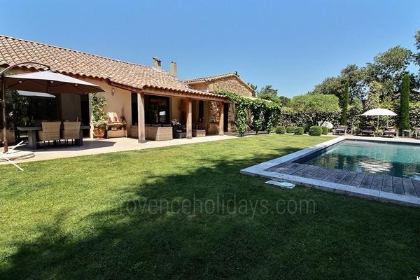 House with Air Conditioning a stones throw from Saint-Rémy-de-Provence