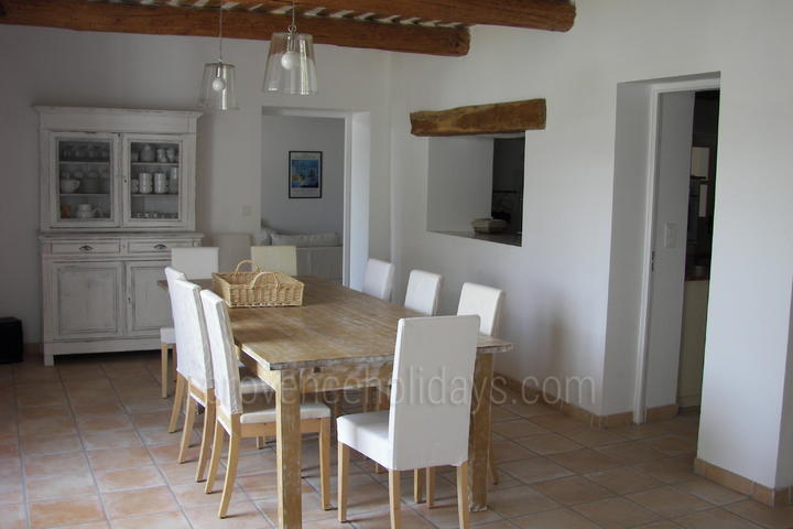 Spacious House with Heated Pool and Air Conditioning in the Luberon