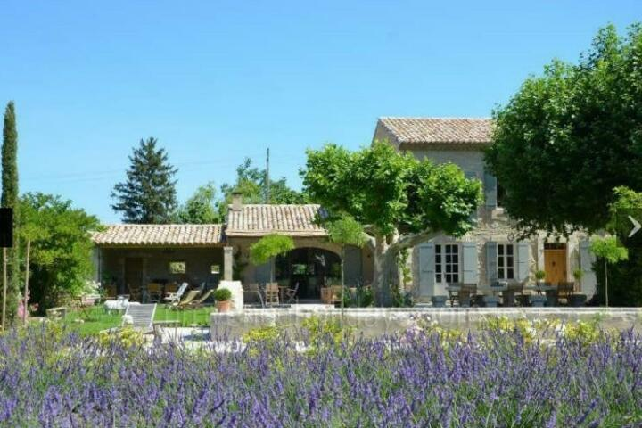Large Provençal House with Heated Pool and Air Con in  Eygalières