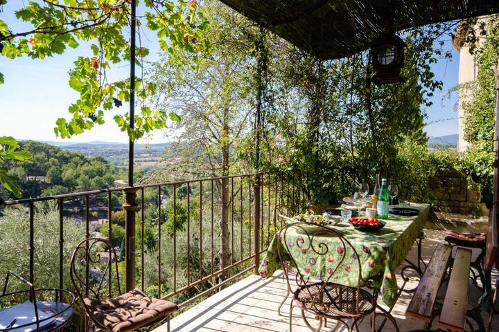 Holiday villa in Grambois, Luberon