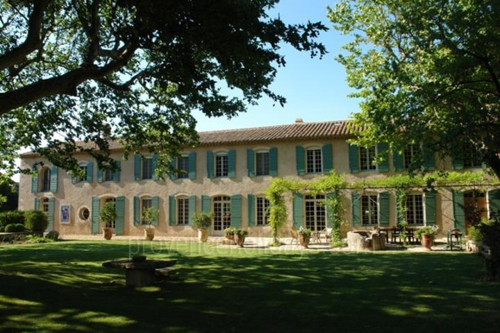 Majestic Holiday Rental in Saint-Rémy-de-Provence