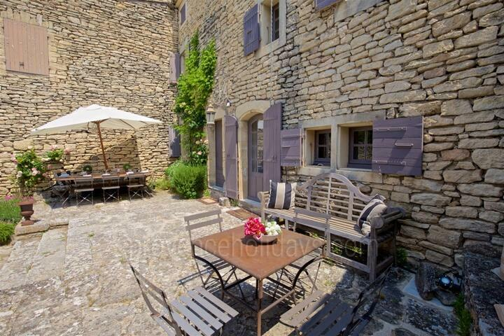 Charming House to rent with Heated Pool in Gordes