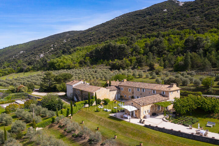 Outstanding Property with Wonderful Views of the Luberon