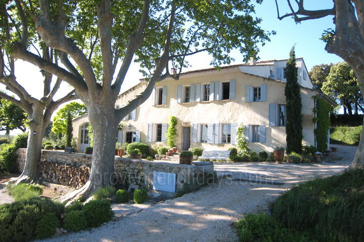 Traditional holiday home to rent in Provence