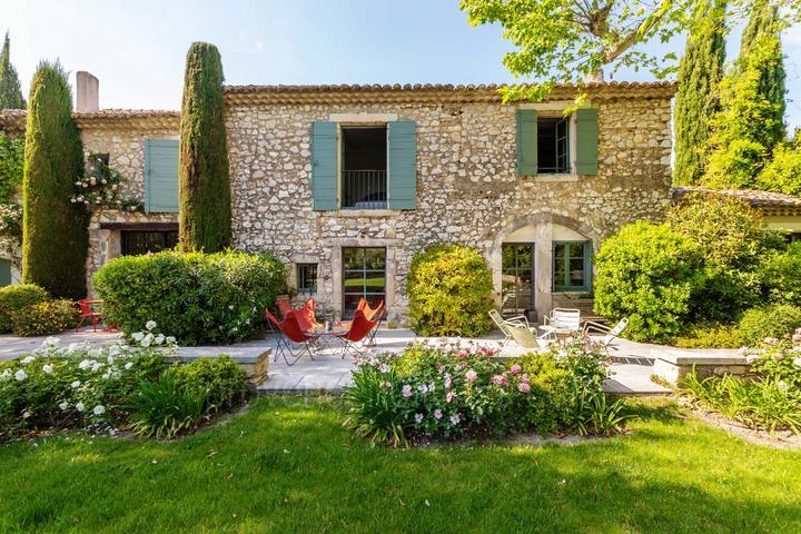 Luxury Farmhouse in Eygalières for Rent