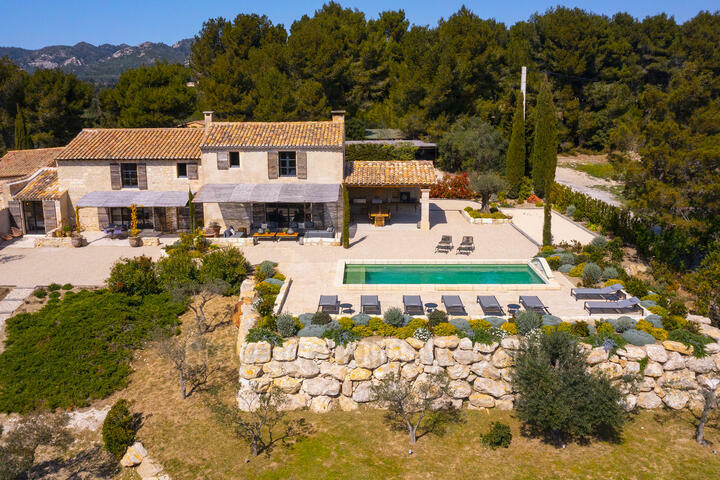 Luxury Holiday Rental for 8 guests in Les Baux