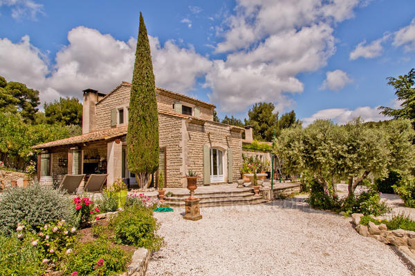 Property to rent with Air Conditioning in Baux-de-Provence in the Alpilles